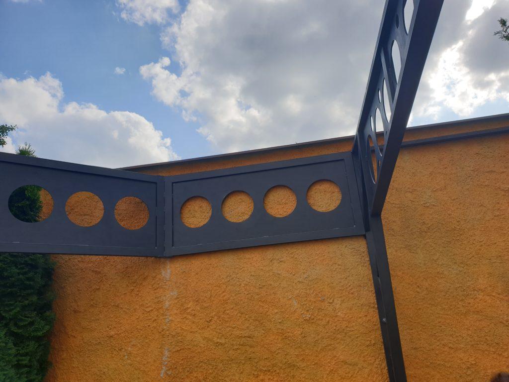 Sváření rohové konstrukce na terase Asklepios Crete